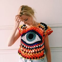 Bringing you more eyes made of string Crochet top, change eye to flower Outstanding Summer Fresh Look. Lovely Colors and Shape. - Summer Fashion New Trends Woehoew what a gorgous top! Love the crochet and not to mention the evil eye👁👁👁. Pull Crochet, Mode Crochet, Knit Crochet, Hand Crochet, Crochet Cross, Crochet Granny, Diy Laine, Couture Main, Knitting Patterns
