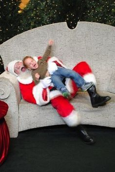 This little boy, who is willing to hurt Santa in an attempt to get out of the photo: | 22 Kids Who Are Totally Over Taking Their Photo With Santa CANT STOP LAUGHING