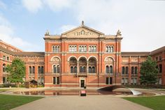 In the V&A Madejsky Garden Zaha Hadid's 'Crest' – a graceful arch - reflects the sky on the surface and rippling water of the pool below. London Design Festival 2014 « Camron #ldf14