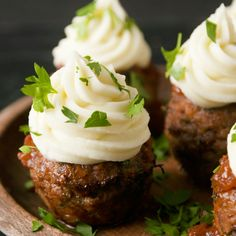 Mince Cupcakes with a Mashed Potatot Icing. Perfectly seasoned meatballs + a fluffy mashed potato icing = a delicious, creative and kid-approved dinner idea! Mince Recipes, Cooking Recipes, Meatball Recipes, Cooking Ideas, Pork Recipes, Recipies, Mince Dishes, Beef Dishes, Recipe Filing