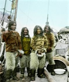 Tinted photograph of inuit from Greenland aboard the Gjoa, the first ship through the Northwest Passage, Old Pictures, Old Photos, Vintage Photos, Native American Photos, Native American Indians, Greenland Travel, Inuit People, Inuit Art, Arctic Circle
