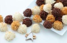 Three delectable flavors of Star Trek Tribble Macaroons: caramel, chocolate and vanilla. Be sure to check out the VEGAN version of the recipe in this post! Star Trek Day, Star Trek Theme, Star Wars, Star Trek Wedding, Famous Vegans, Parchment Paper Baking, Tummy Yummy, Coconut Macaroons, Food Themes