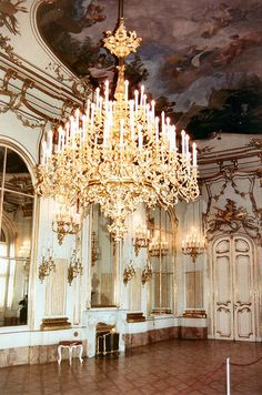 Vienna Schoenbrunn Palace Interior, tips for things to do in Vienna. Palace Interior, Wonderful Places, Beautiful Places, Sissi, Beautiful Buildings, Modern Buildings, Chandelier Lighting, Crystal Chandeliers, Beautiful Interiors