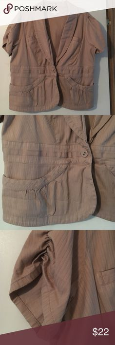 """Short Sleeve Fitted Jacket 18/20w Super cute!  Short Sleeve jacket by Cato. Wear with jeans or dress pants. EXCELLENT CONDITION. Worn maybe three times. One button closure.  Measures 22"""" from pit to pit and 22"""" shoulder to hem. Cato Jackets & Coats Jean Jackets"""