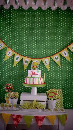 Golosinas, bolsitas, un arbolito de caramelos, cookies y una hermosa torta para el primer añito de Mia