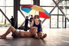 Ron Mueck at Fondation Cartier Pour l'Art Contemporain -  Uncanny sculptures and a move toward closeness in the artist's latest work