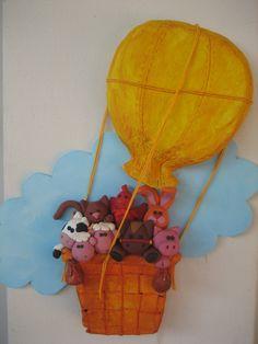 """https://flic.kr/p/5ECPBP   IMG_0367   La nuvoletta è di compensato la cesta ed il pallone della mongolfiera sono di """"DAS"""" gli animali sono tutti in fimo."""
