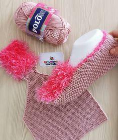 Diy Baby Blanket Out Of Clothes - RetroModa Best Baby Blankets, Baby Girl Blankets, Knitting Socks, Baby Knitting, Crochet Shoes, Knit Crochet, Diy Bebe, Crocodile Stitch, Wedding Gloves