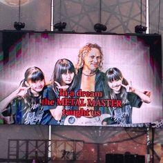"""rosamour:  ◆Sonisphere Festival UK 2014年7月5日(土) イギリス・ネブワース APOLLOステージ12:10〜12:40(日本時間20:10~)  01:BABYMETAL DEATH 02:ギミチョコ 神バンド演奏 03:Catch me if you can 04:メギツネ 05:イジメ、ダメ、ゼッタイ   (via BABYMETAL「Sonisphere Festival UK セトリ」: BABYmatoMETAL)  """