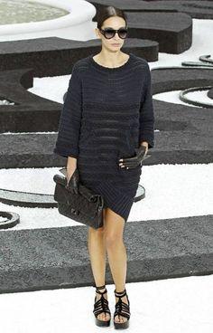 Стильное вязаное платье от Шанель. Вязание с подиума схемы.