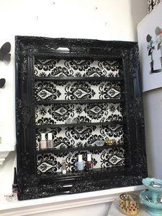 Black Damask Shelving Display por DaintyCreations en Etsy