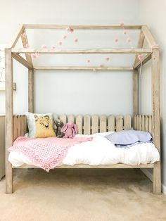 :: Crafty :: Wood :: How to build a DIY toddler house bed - free plans Toddler House Bed, Toddler Bed Frame, Diy Toddler Bed, Kids Bed Frames, Bed Ideas For Kids, Kids Beds Diy, House Beds For Kids, Diy Home Decor Bedroom, Kids Bedroom Furniture