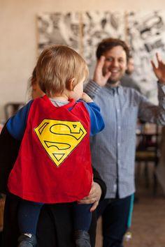 Geburtstag mit Superhelden Motto | mummyandmini.com  superhero party  Fotos: Nicole Schurr Fotografie Cupcakes: Cupcakeladen