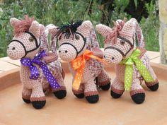 Weer wat bestellingen voor paardenliefhebbers. Het patroon kun je in mijn shop verkrijgen. http://www.wolgeitwebshop.com/a-30119380/knuffeltasjes/knuffeltasje-little-pony/