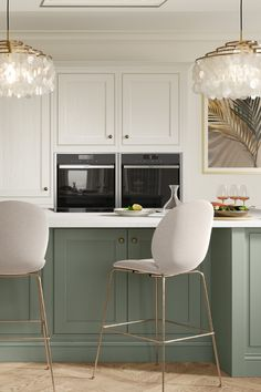 You may have heard friends or family talk about a Shaker kitchen and nodded in agreement without having a clue what they're talking about. Kitchen Room Design, Kitchen Cabinet Design, Modern Kitchen Design, Home Decor Kitchen, Kitchen Interior, Modern Shaker Kitchen, Shaker Style Kitchens, Small Kitchen Diner, Shaker Style Cabinets