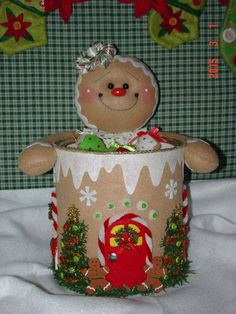 Felt Gingerbread Candy and Cookie Holder u could do this with paint can put t. in for xmas bath room Gingerbread Crafts, Christmas Gingerbread Men, Christmas Projects, Felt Crafts, Holiday Crafts, All Things Christmas, Christmas Fun, Christmas Animals, Felt Christmas Decorations