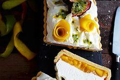 Schwarze Sesam-Tarte mit Kokos-Panna Cotta und Kiwi - Zungenzirkus Ganache Torte, Food Porn, Panna Cotta, Food And Drink, Dairy, Cooking Recipes, Cheese, Baking, Desserts