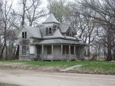 Old abandoned houses...love the looks of this house