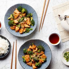 Forget takeout: our sesame chicken is lighter, fresher, and just as fast as your local delivery joint. Forget takeout: our sesame chicken is lighter, fresher, and just as fast as your local delivery joint. Healthy Chicken Recipes, Asian Recipes, Cooking Recipes, Ethnic Recipes, Recipe Chicken, Easy Sesame Chicken, Fast Dinners, Healthy Dinners, Food Articles