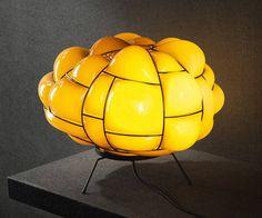 EGG LAMP. La pieza es una obra del diseñador italiano Enrico Franzolini.