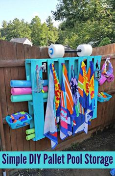 pool im garten ideen Get all your pool gear organized, and add a pop of color to your backyard with this Simple DIY Pallet Pool Storage! Piscina Diy, Pool Organization, Pallet Pool, Pool Storage, Outdoor Toy Storage, Pallet Storage, Diy Swimming Pool, Palette Diy, Easy Diy