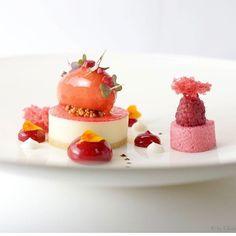 Raspberry / withe chocolate / red belt pepper  #food #foodporn #christiansturmwillms #finedining #yunico #amazing #instagood #art  #dinner #kameha #bonn #kochdesjahres #delicious #eating #foodpic #eat #foodgasm #gaultmillau #sushi #michelin #rakporcelaineurope #bestchefs #köln #japanesefood #japan #yunicobonn #gourmet #kamehabonn #painting #amazing #wow .