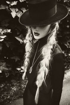 Braids//Black and White Photography Hipster Grunge, Grunge Style, Goth Style, Soft Grunge, Rock Chic, Hipsters, White Photography, Fashion Photography, Horse Photography