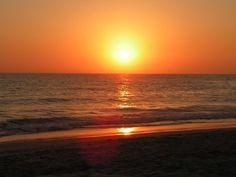 Una romántica y naranja puesta de sol.