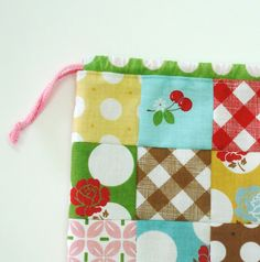 Bee In My Bonnet: A Cute Little Patchwork Bag...