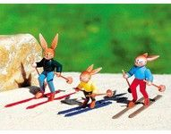 Hasenfamilie auf Ski