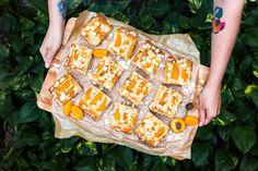 Hitparáda koláčů: 3 úžasné recepty plné letního ovoce - Proženy Sweet Desserts, Treats, Vegetables, Food, Cakes, Recipes, Sweet Like Candy, Goodies, Cake Makers