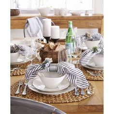 Bring a little style to your table with dinnerware sets from Crate and Barrel. Shop online for bone china, porcelain, stoneware and earthenware.