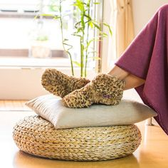Holen Sie sich diese witzigen Habibi Schuhe Leo. Sie sind geeignet als Wärme-Schuhe und lassen kalte Füße in Vergessenheit geraten. www.bettwaren-shop.de
