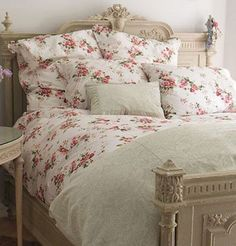 Another beautiful duvet against a feminine bedstead, follow through to our Lille bedstead looking similar to this :) #vintage #bedsteads #featherandblack #floral #bedlinen