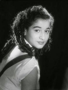 ورده وهى صغيره     Warda when she was a small girl