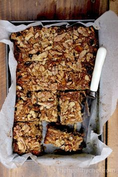 Muesli Power Bars - Watch The Video - The Healthy Chef - Teresa Cutter Healthy Chef, Healthy Treats, Healthy Baking, Snack Recipes, Cooking Recipes, Healthy Recipes, Healthy Muesli Bar Recipe, Museli Bar Recipe, Homemade Muesli Bars