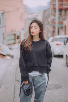 Ulzzang Tomboy, Ulzzang Korean Girl, Ulzzang Fashion, Tomboy Fashion, Girl Fashion, Korean Girl Photo, Cute Korean Boys, Edgy Outfits, Cool Outfits