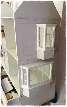 Del Prado dollhouse with bay windows