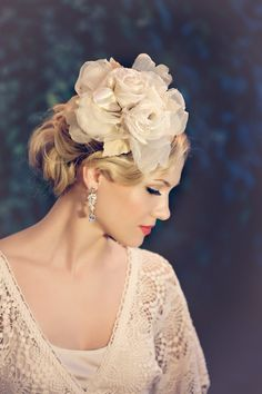 Hair, Makeup, Dress (flower is a bit overwhelming) - so vintage and gorgeous.