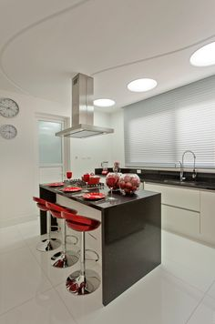 love the splashes of red Kitchen Room Design, Modern Kitchen Design, Living Room Kitchen, Home Decor Kitchen, Kitchen Furniture, Interior Design Living Room, Interior Decorating, Small Kitchen Cabinets, Red Kitchen