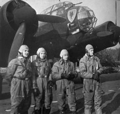 II./KG30 crew with their Ju 88A-1 in autumn 1940. The aircraft has received a black soft-distemper wash on its undersides as low-visibility camouflage for night missions. L to R: Bordschütz, Theo Goertz; Bordfünker, Hein Hallert; Flugzeugführer, Peter Stahl; Beobachter, Hans Fecht