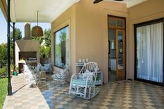 Apartment Patio Ideas gravel patio with pergola. Patio Curtains, Patio Rugs, Patio Wall, Flat Roof House Designs, Design Patio, Three Bedroom House Plan, Concrete Patio, Gravel Patio, Wood Patio