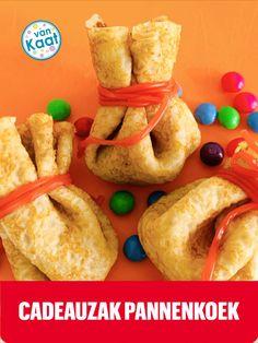 Pannenkoeken met een verrassing in, dat zijn de zak van sinterklaas pannenkoeken. Hoe je deze traktatie snack maak en nog meer lekkere tips, vind je in mijn blog. Sausage, Snacks, Tips, Blog, Appetizers, Sausages, Blogging, Treats, Chinese Sausage