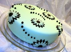 Simple cake for beginner class - I give this weekend my first fondant beginner class and made this cake as an excample and for tasting...
