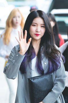 South Korean Girls, Korean Girl Groups, Gfriend Sowon, Purple Highlights, G Friend, Meme Faces, Purple Hair, Pop Group, Hair Inspiration