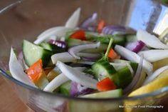 15 retete de salate pentru slabit sanatos. Salate delicioase si rapide – Jurnal optimist de parenting neconditionat Healthy Salad Recipes, Caprese Salad, Feta, Cucumber, Delish, Cabbage, Cheese, Vegetables, Fitness