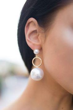 A54 Goldtone Yellow Green Acrylic Bead Pierced Earrings