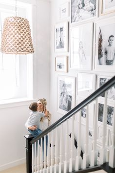 These stairwell transformations offer some serious eye candy! Come read the design dilemmas presented by readers and my solutions for upgraded staircases and gallery walls on stairwells Reader SOS - Stairwell Transformation Id Staircase Wall Decor, Stairway Decorating, Entryway Wall Decor, Staircase Design, Staircase Frames, Staircase Diy, Floating Staircase, Stairs, Gallery Wall Staircase