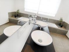 Kijkwoning Dilbeek | Badkamer | Realisaties | Inspiratie | Durabrik Sink, Stress, Home Decor, Seeds, Homemade Home Decor, Vessel Sink, Sink Tops, Sinks, Anxiety