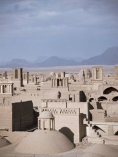 Yazd: Baud-Geer (wind-catchers), qanats (water systems) and yakhchals (ancient ice storages). A lecture by Hamid Montazeri. In the Desert.